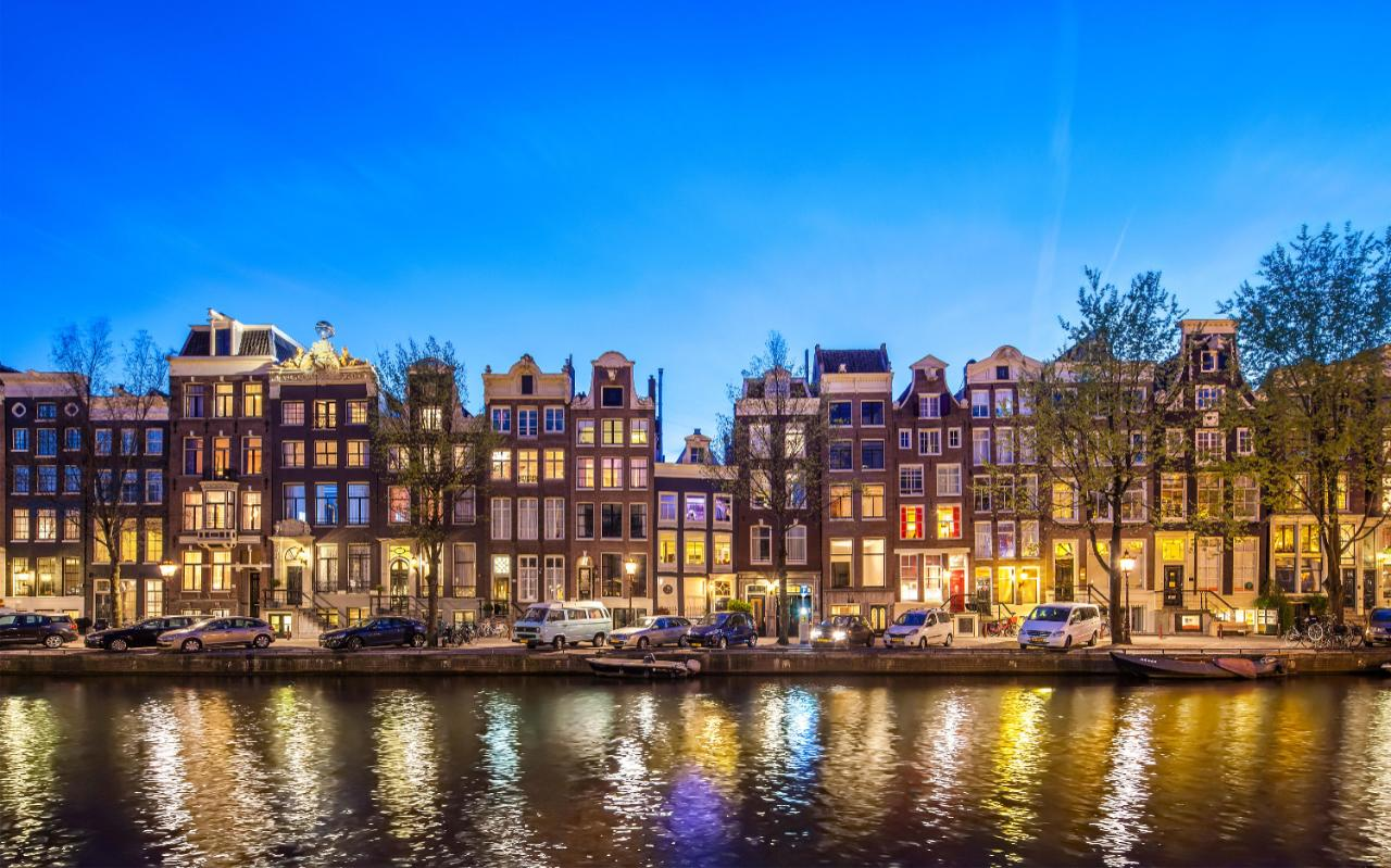 Amsterdam Facts Figures Isolated Traveller